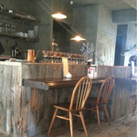 ムーン ファクトリー コーヒー - キッチン前のカウンター
