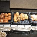 ウェスティンホテル東京 - 朝食:パン類(他にもあり)
