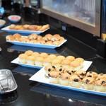 ウェスティンホテル東京 - ティータイムの軽食。プリンが美味しかった