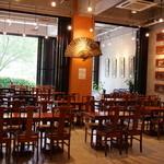 お休み処 梵天 - 店内には108席あり広々とした空間。