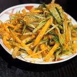 モンゴリアン・チャイニーズ BAO - 辛いモンゴルサラダ