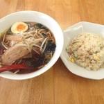 鮮味軒 - ランチAセット(醤油ラーメン+炒飯)