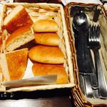 43341803 - お通しのパン