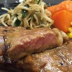 和風レストラン 魚勝 - 2015年10月中旬  ステーキの断面。ちょっと赤身がありました。私は良く焼かれた方が好みです。