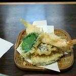 みのや - デラックス味噌煮込みの天ぷら