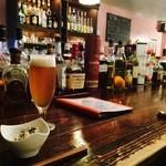 ゆんたくバル ペコラ - 梅酒ビールとお通し