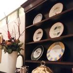 ル レストラン マロニエ - お店に飾られたステキなお皿です。