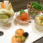 炭火串焼き&ワインバルEbisu - 前菜五種盛り¥980☆♪