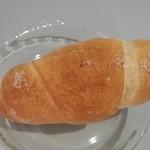 ベーカリー MIKI - 塩パン(80円)こちらも温めていただくと美味しさ倍増です