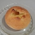 ベーカリー MIKI - メープル塩パン(80円)甘辛い味が病み付きになりそうです