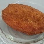 ベーカリー MIKI - 卵入りカレーパン(160円)通常版よりひと回り大きくなっています