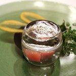 Ristorante Cascina Canamilla - 秋鮭のマリネと林檎、蓋をとるといいスモークの香りが