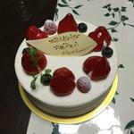 リッシュ - イチゴのショートケーキのホールです。
