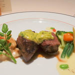 43353569 - Viande(熊本産 褐毛和牛いちぼ肉のステーキ  ベアルネーズ・ソース添え)