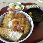 43353859 - サラダと漬物、お椀の付くカツ丼