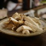 居酒屋割烹 木春 - ハモ鍋用の松茸