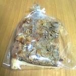 農の駅伊豆・修善寺営農センター - 2015/10 響屋さんのアーモンドクッキー。アーモンドを和えているキャラメルがコーヒー風味です