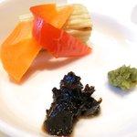 43358952 - ヤマトポークの卵とじ 1000円 の佃煮、柚子胡椒、ピクルス