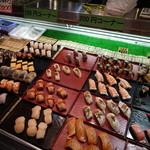 43362631 - 美味そうな寿司を選び