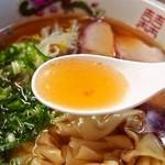 淡水軒 - ワンタン麺(スープ)