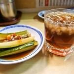 淡水軒 - きゅうりの酢漬け & 紹興酒ロック
