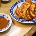 淡水軒 - 焼ギョウザ&味噌ダレ