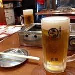 大阪焼肉・ホルモン ふたご - 乾杯ビール、そして焼肉の構えだ!