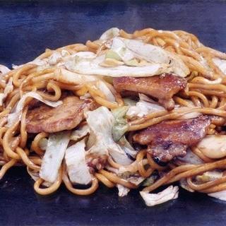 コシのある太麺、「釜揚げたまご麺」を使った焼きそば