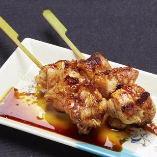【炭火焼き鳥】炭火で焼く新鮮な朝引き鶏は絶品!!