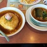 43372123 - 蟹入り天津飯と餃子、半ラーメンセット