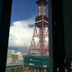 43372774 - 窓側の席からテレビ塔が見えます。
