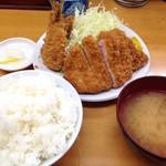 山家 上野店 - ロースかつ定食(700円)+あじフライ1枚(180円)