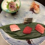 43378115 - お造り                         近海地魚の盛り合わせ                                                  鯛                         帆立                         甘海老                         鯖                         鮪の食べ比べ