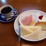 COFFEE 空 - ブレンドコーヒー(380円)、モーニングサービス②(卵サンド・ヨーグルト・サラダ)