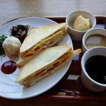43379911 - チーズオムレツホットサンドランチ 950円(税別)1,026円(税込)