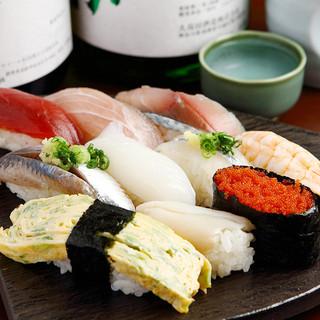 鮮度が命!毎日仕入れた新鮮な魚介を堪能できる立ち喰いスタイル