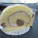 たまごハウス - 栗ロール300円、秋限定のこの店の季節限定ロールケーキ、栗の甘さをふんだんに味わえるロールケーキです。