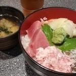 しゅうと - 海鮮丼(900円)