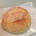 ナカヤ - メロンパンはオーソドックスなお味でした。