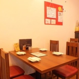 JAZZの流れる落ち着いた雰囲気のゆったりテーブル席♩