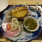 板前バル - 蒸し鮑 特製ウニ肝ソース:540円