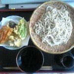 大村うどんそば店 - 野菜天ぷらせいろそば 780円