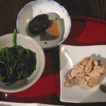 珈琲 カンタータ - 甘~いほうれん草胡麻和え、高野豆腐と椎茸の煮物、とり肉ワサビ添え