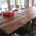 コマザワ パーク カフェ - テーブル席