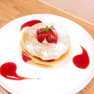 ナチュラル クレープ 下北沢店 - ストロベリーパンケーキ1000円