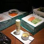 43396275 - 自由に野菜を自分で選べます。