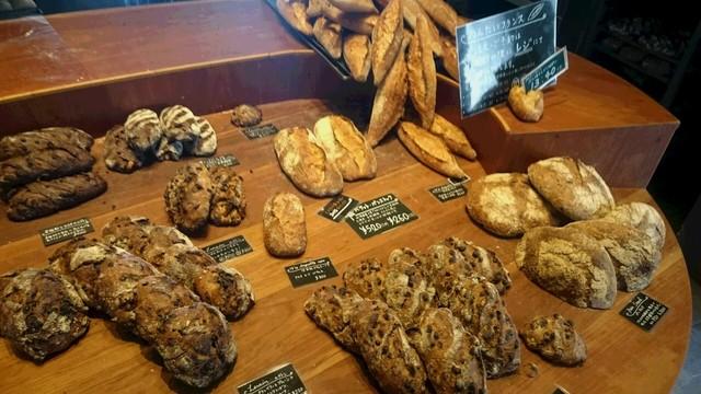 パンストック - 店内 美味しそうなハード系のパンがたくさん♪