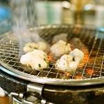 焼肉・塩ホルモン 三ちゃん - 2015.10 炭火の七輪でコプチャンを焼きます