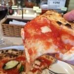 PIZZERIA FAMIGLIA - モッツァレラチーズとトマトソースが、相変わらず美味しいです(2015.10.20)