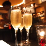 Funky - シャンパンで乾杯